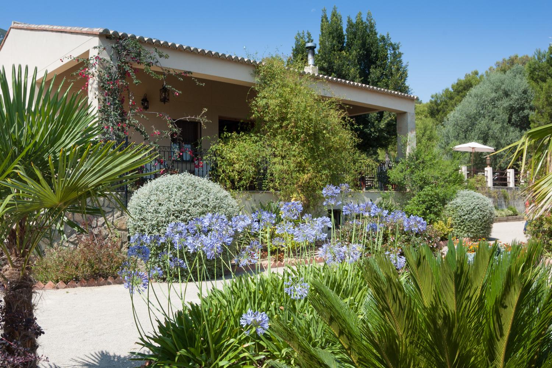 Casa rural el clavell vacaciones en valencia jard n for Casa rural el jardin